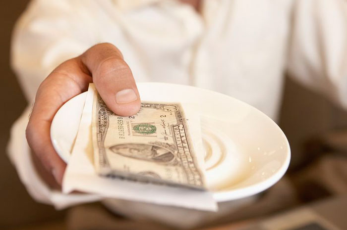 Чаевые в зарубежных странах: давать или не давать? Вот в чем вопрос!